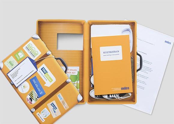 Kreatives Postmailing als Koffer